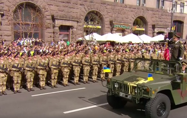 В Киеве прошел военный парад ко Дню Независимости: полное видео
