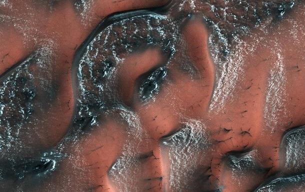 Винтернете стали доступны фотографии НАСА сизображением снежных дюн Марса