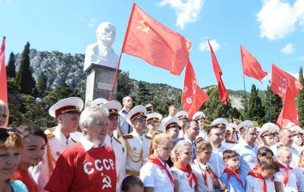 УКриму з піонерами тарадянськими піснями відкрили пам'ятник Леніну
