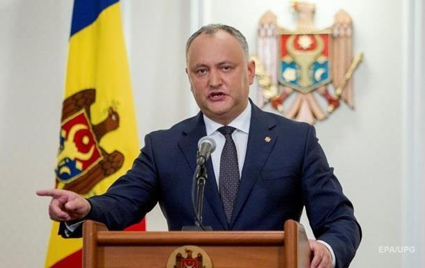 Додон накажет военных, уехавших на учения в Украину