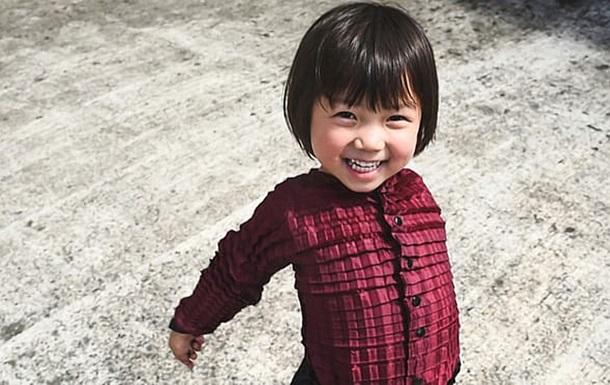 Британский дизайнер изобрел одежду, которая  растет  вместе с ребенком