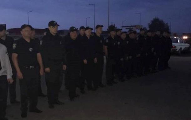 Полицейские патрулируют пункт пропуска Краковец