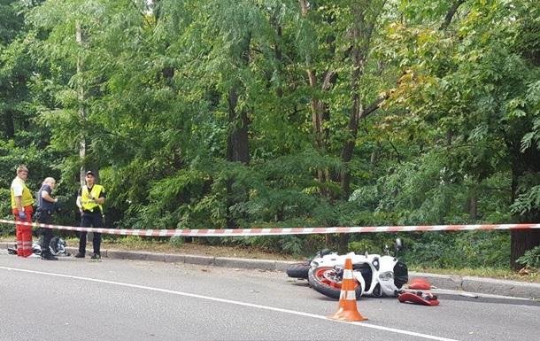 В Киеве в Голосеевском парке насмерть разбился мотоциклист
