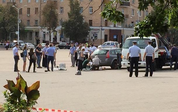 В РФ мужчина в центре города достал из машины труп и попытался застрелиться