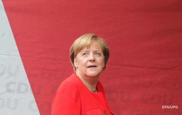 Ангела Меркель спела напредвыборном митинге встолице Германии