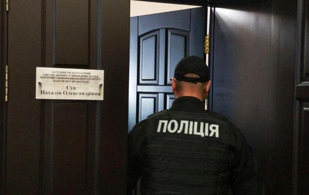 Правоохранители проводят обыски вмэрии Полтавы
