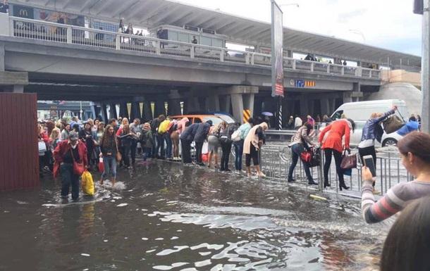 ВКиеве на100% залило водой бульвар Перова