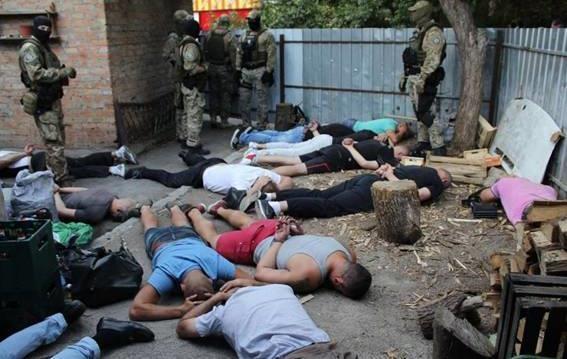 У Кропивницькому затримали 27 осіб зі зброєю