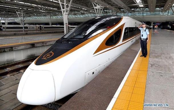 В Китае запустили самые быстрые поезда в мире