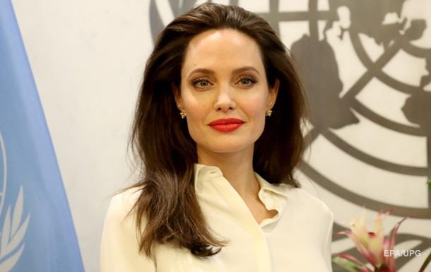 Джоли вспылила из-за вопросов о Питте в эфире шоу — СМИ
