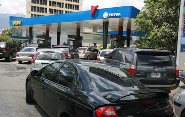 В Венесуэле выстроились многочасовые очереди за бензином