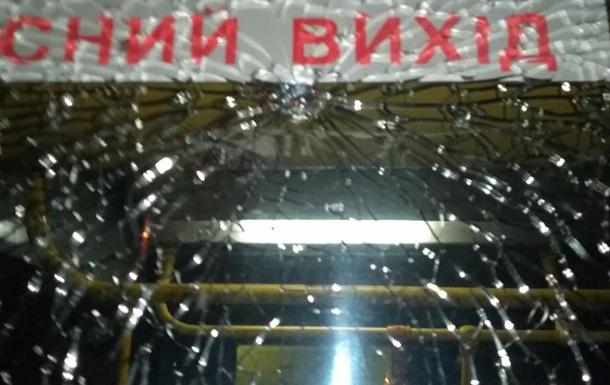 ВКиеве произошел вопиющий инцидент: неизвестные обстреляли автобус