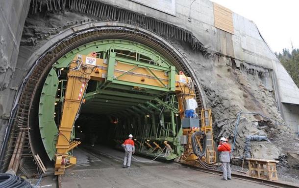 В Карпатах достроили тоннель в ЕС