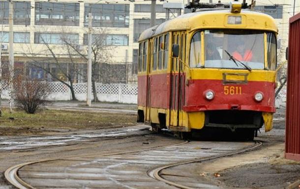 ВКиеве наОболони женщина-водитель трамвая не увидела, как переехала человека