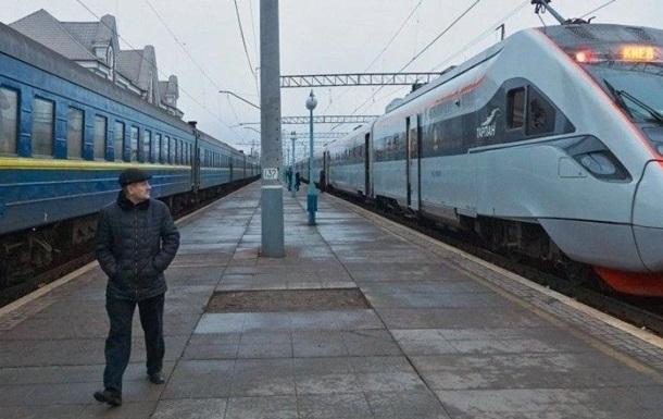 Пасажирські поїзди розділять на три категорії
