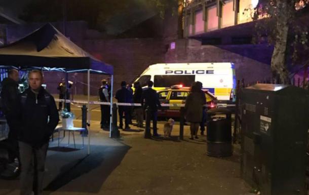 У Лондоні невідомий із ножем напав на перехожих
