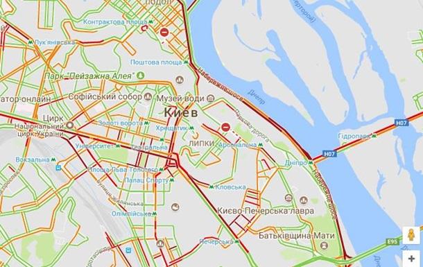 ВКиеве из-за трагедии заблокировано Набережное шоссе