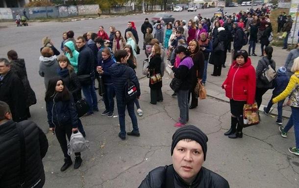 Забастовка перевозчиков парализовала движение городского автомобильного транспорта вХерсоне