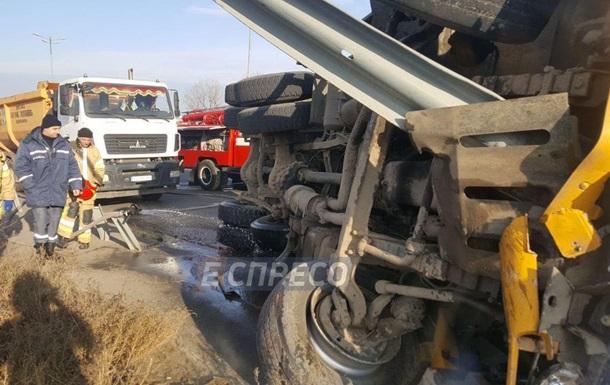 Под Киевом массовая авария: фургон протаранил маршрутку иперевернулся