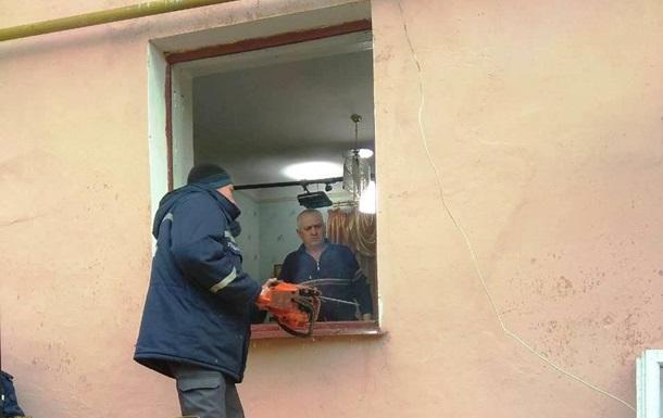 На Житомирщині 60 рятувальників повантажили в швидку 370-кілограмову жінку