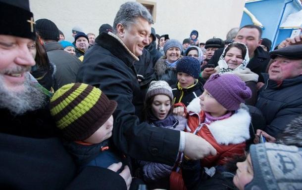 Опрос: Больше половины украинцев не поддерживают действия президента