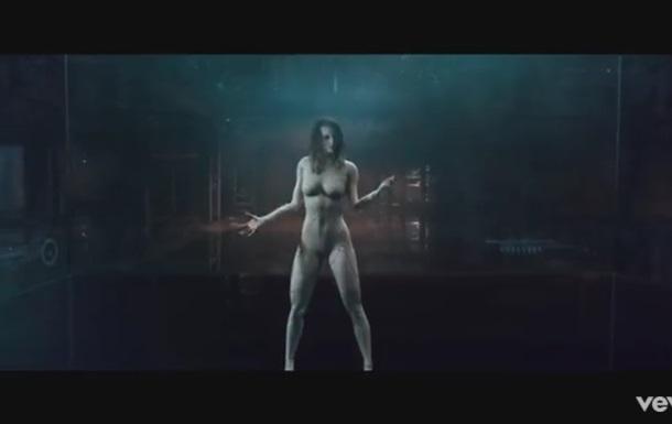 Встиле киберпанк: «обнаженная» Тейлор Свифт стала секси-киборгом вновом клипе