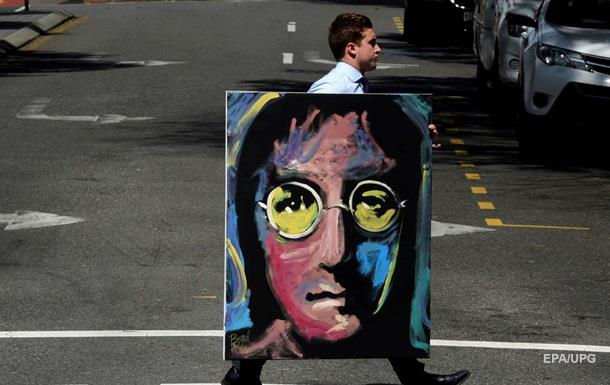 Англичанин отыскал вмусоре неизвестные фото Джона Леннона