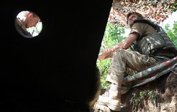 Небоевые потери среди украинских военных составляют неменее 10 000 человек,— Матиос