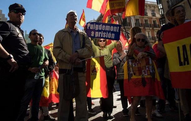 Тысячи испанцев вышли поддержать единство страны