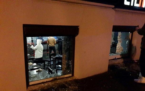Вцентре Харькова разгромили паб: гостям  довелось  скрываться  вподвале