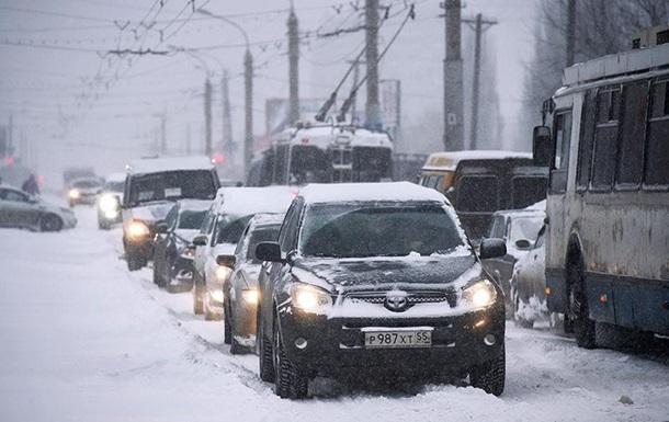 Киевлян просят не пользоваться личными авто во время снегопадов