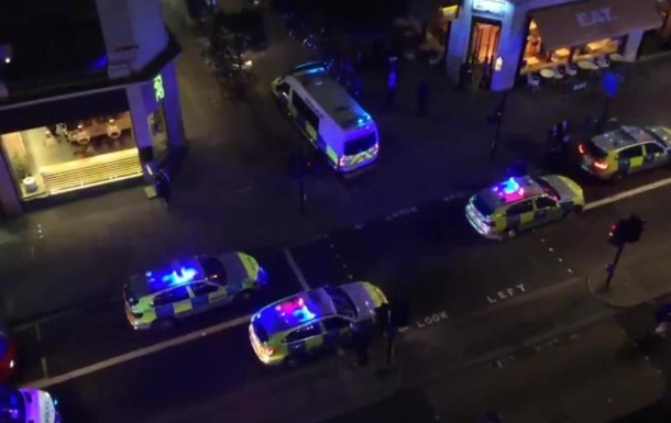 Выехавшее натротуар такси вызвало панику вцентре Лондона