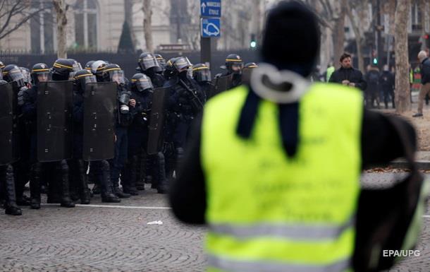 В Париже полиция применила газ на акции протеста