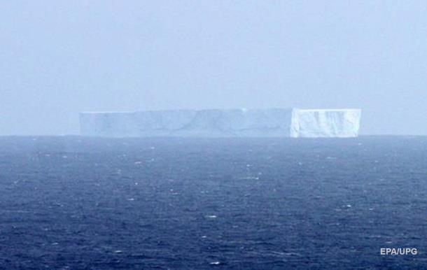 От Антарктиды откололся айсберг размером с город