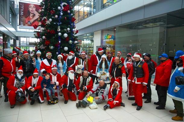 По Киеву проехала колонна Мото-Санта Клаусов со Снегоручками