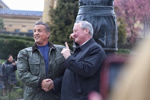 Сталлоне принял участие воткрытии памятной доски устатуи Рокки