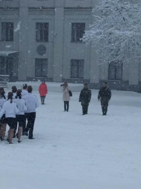 У РФ школярки в балетках марширували по заметах