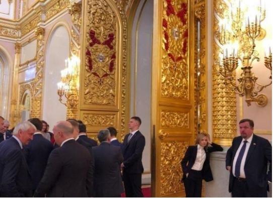 Поклонська стала героєм фотожаб після інавгурації Путіна
