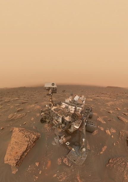 Марсохід Curiosity показав селфі на тлі бурі
