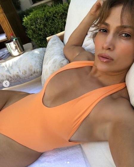 49-летняя Дженнифер Лопес всексуальном бикини показала  собственный  «персик»