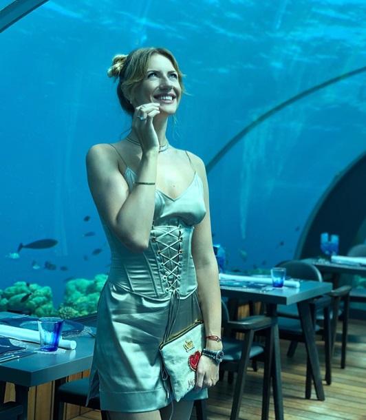 Нікітюк затролили за  нічну сорочку  в ресторані на Мальдівах