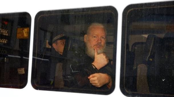 Вічний в язень. За що заарештували Ассанжа