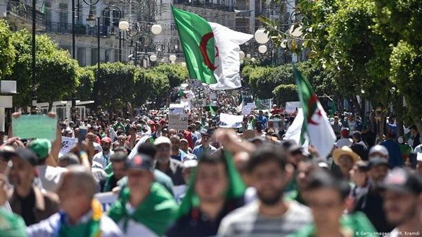 В Алжирі тривають протести проти правлячої еліти