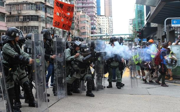 Пекін готує армію. Криваві протести в Гонконзі