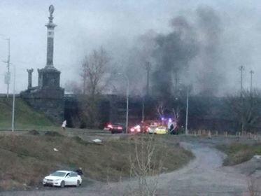 В Киеве под мостом Патона авто сгорело на ходу