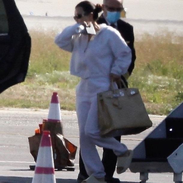 "\""Сильно обидел\"": Ким Кардашьян вернулась домой без мужа. ФОТО"