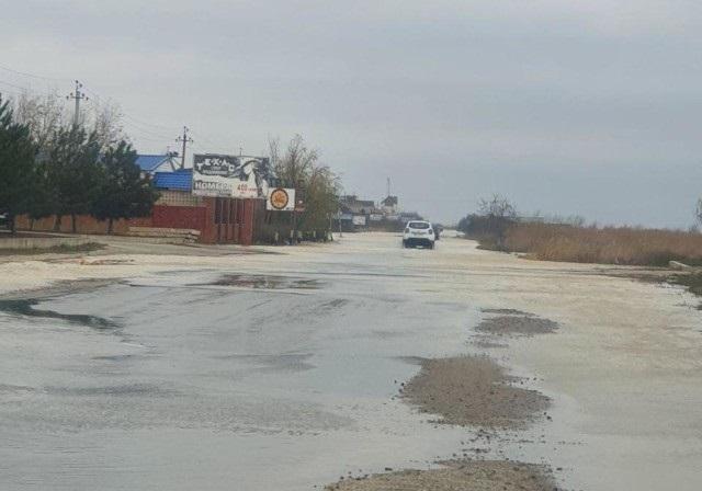 В Кирилловке из-за шторма затопило десятки баз отдыха