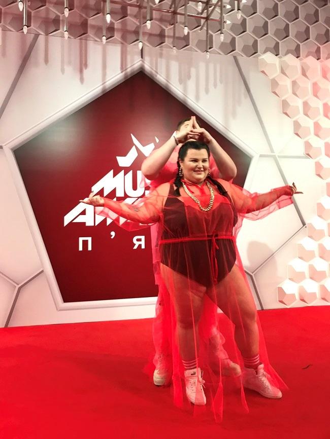 Alyona Alyona в откровенном наряде пришла на вручение премии