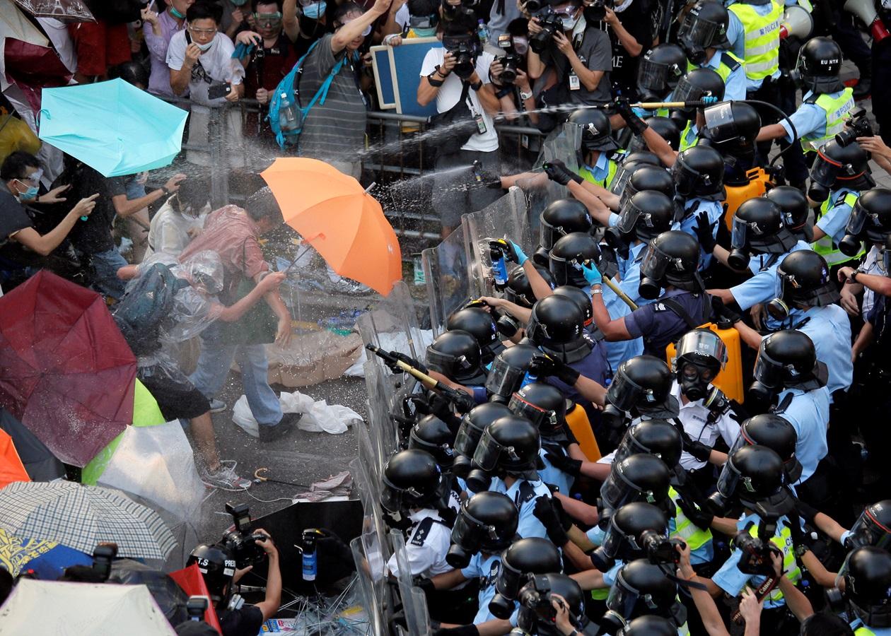 Революція парасольок. Протести в Гонконзі посилилися після спроби ...