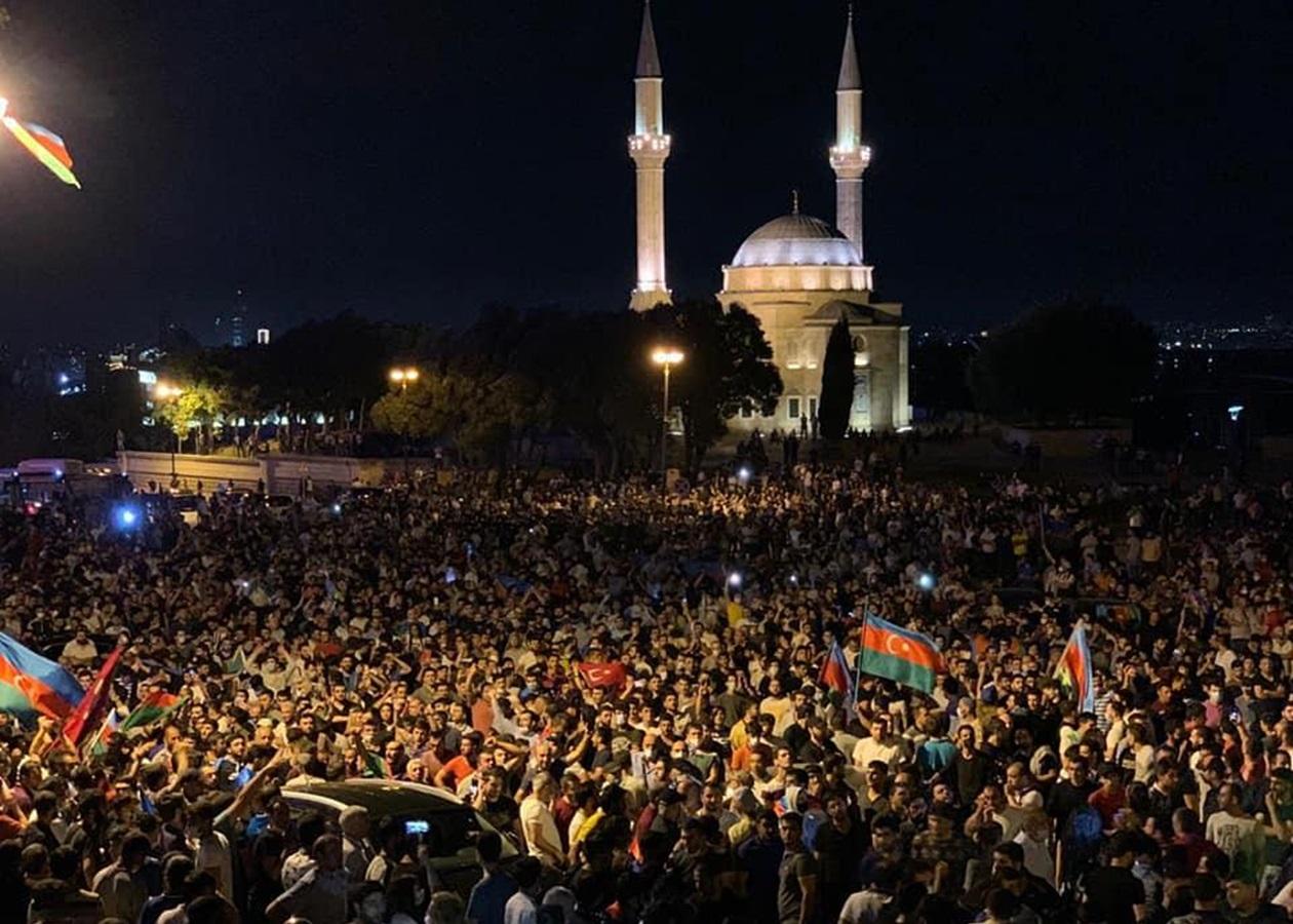 У Баку триває акція на підтримку армії - Korrespondent.net